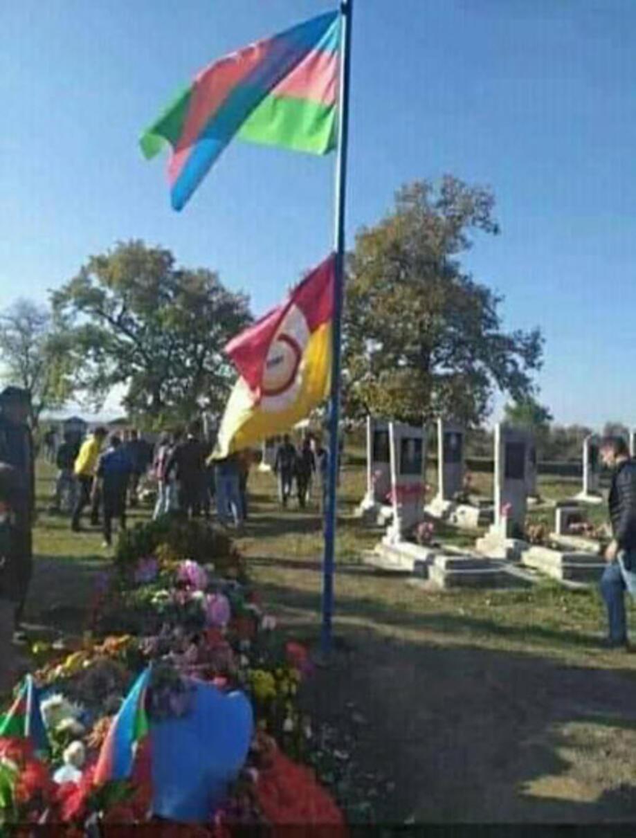 Azeri şehidin vasiyeti üzerine mezarına Galatasaray bayrağı çekildi